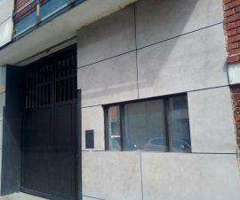 éxito de la calle 80 y Titán Plaza consta de primer piso con un area de 240 metros cuadrados de bodega al aire libre en el segundo piso cuenta con oficinas de 132 metros cuadrados y un fondo de almacenamiento de 36 metros cuadrados  y 3 baños  Su antiguedad es de unos 20 años en el 2016 fue remodelada y modernizada  en su totalidad