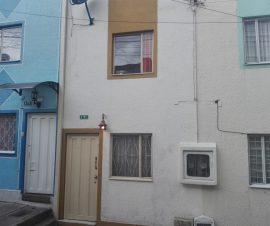 casa ubicada en buen sector residencial y comercial cerca al portal 20 de julio